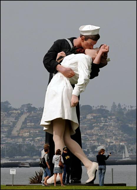 Фотографии голых моряков