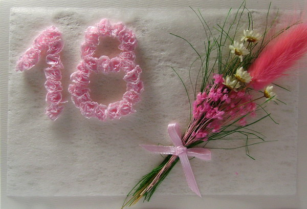 Живые цветы в горшках в подарок