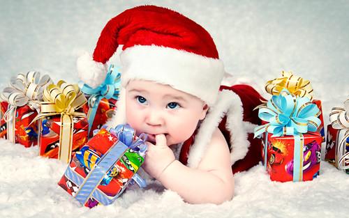 Ребёнок, Новый год, подарки, обои на рабочий стол 2000px × 1 250px