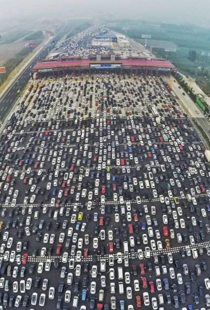 Гигантская пробка на трассе Пекин - Тибет