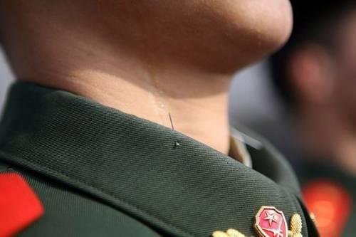 Эффективный стимул для китайских военных высоко держать голову