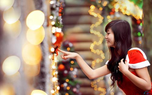 Новый год, азиатка снегурочка, прикосновение, обои 1680px × 1050px