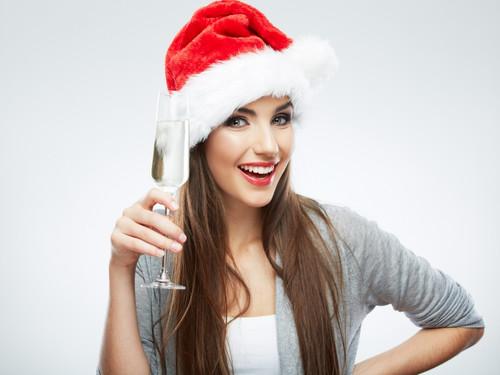 Новогодняя девушка с бокалом1 024px × 768px