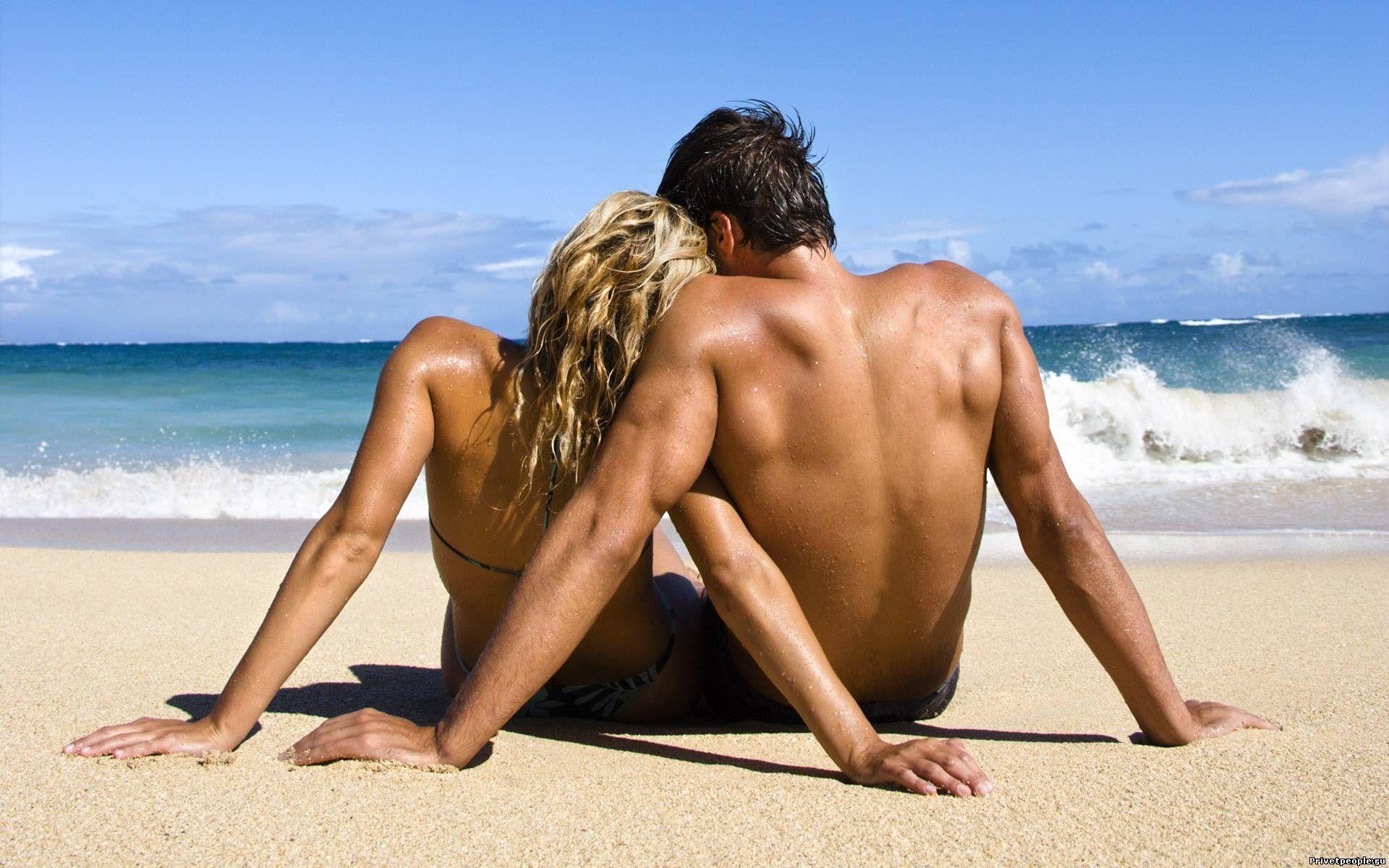 Картинка девушка с парнем на пляже